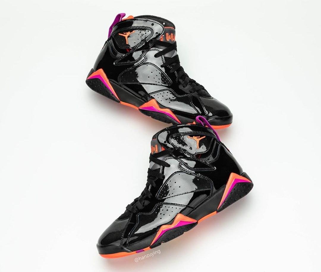 Air Jordan 7 WMNS 'Black Patent Leather' 313358-006 (Pair Lateral)