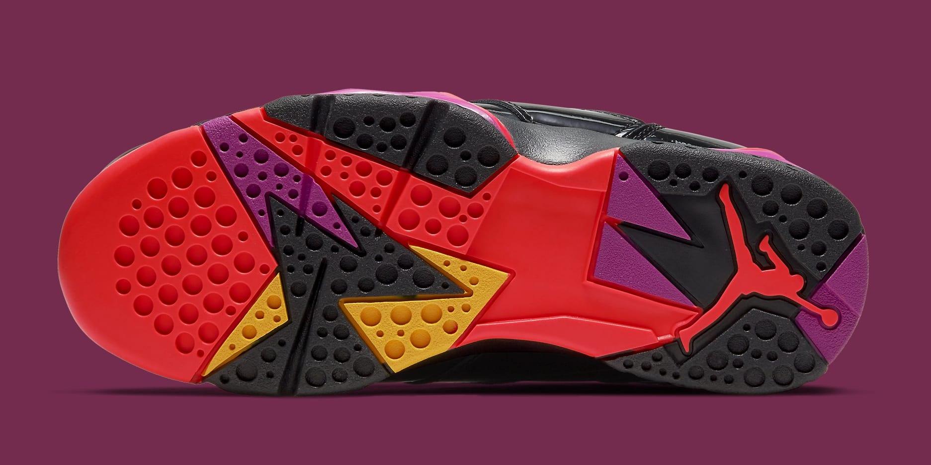air-jordan-7-vii-retro-wmns-black-patent-leather-313358-006-outsole