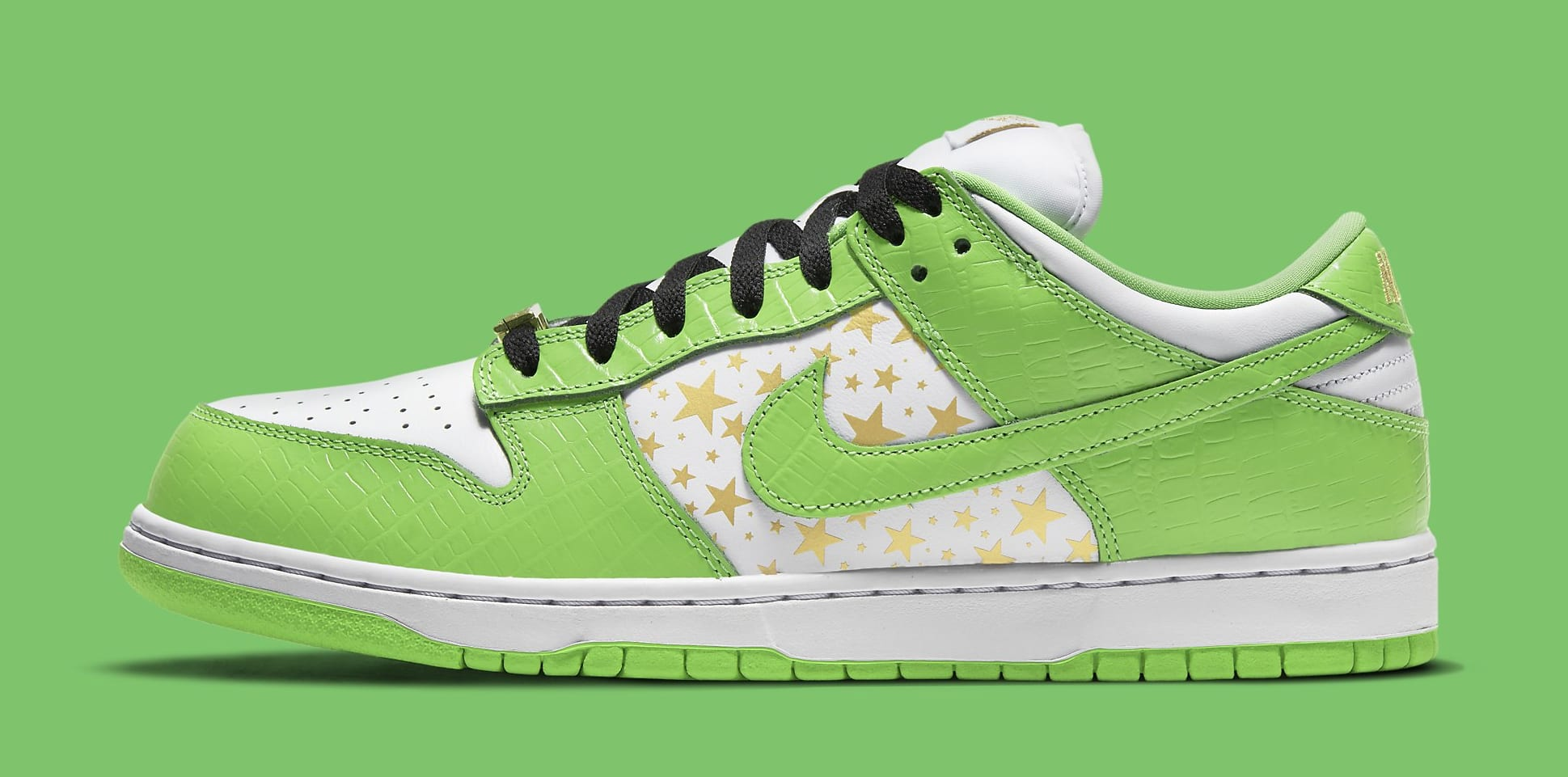Supreme x Nike SB Dunk Low 'Green' DH3228-101 Lateral