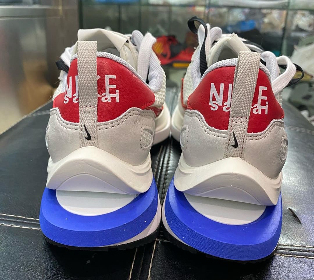 Sacai x Nike VaporWaffle Sail/Sport Fuchsia-Light Bone-Game Royal Heel