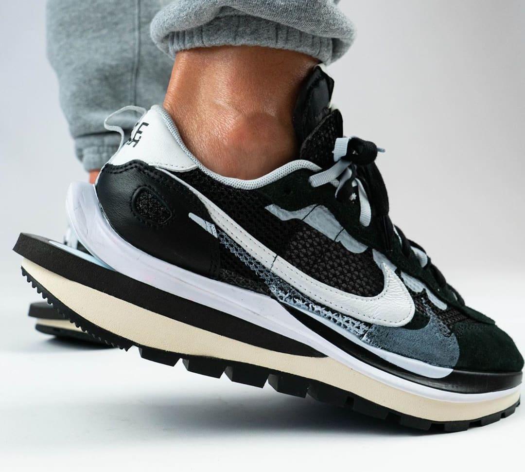 Sacai x Nike VaporWaffle Black/Summit White/Pure Platinum On-Feet Side