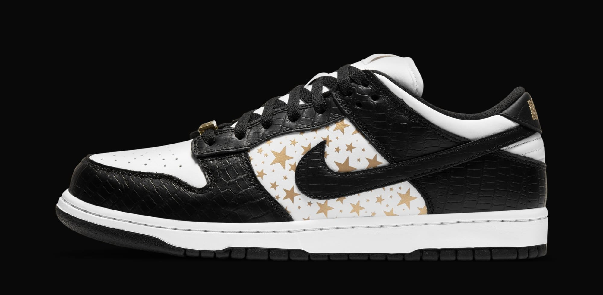 Supreme x Nike SB Dunk Low 'Black' DH3228-102 (Lateral)