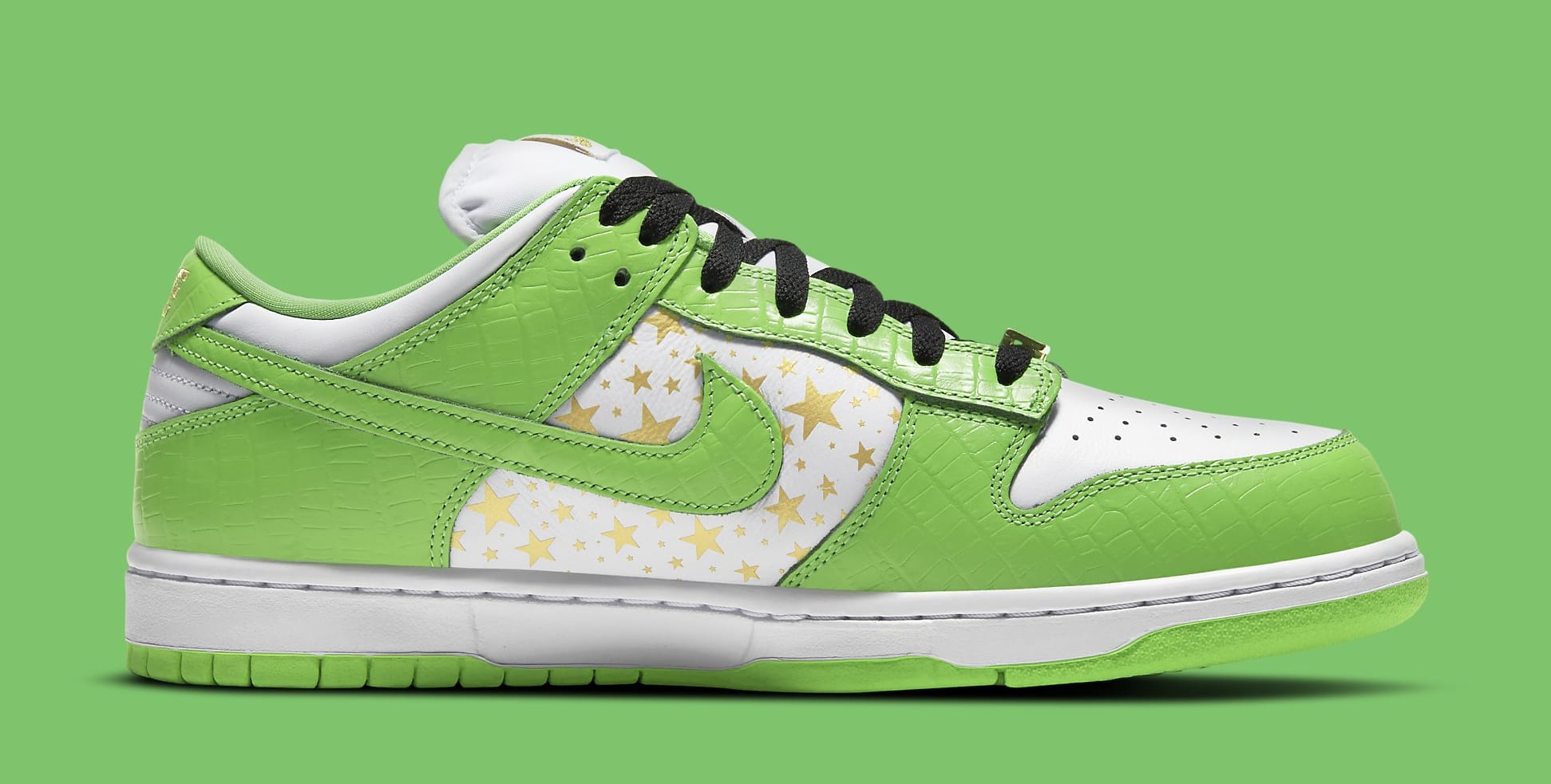 Supreme x Nike SB Dunk Low 'Green' DH3228-101 Medial