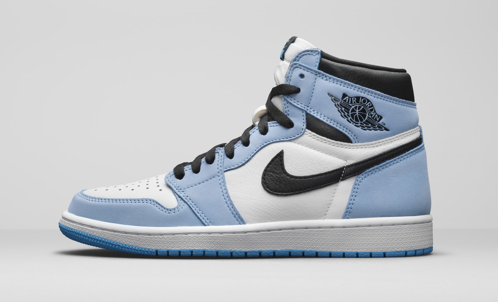 Air Jordan 1 Retro High OG 'UNC' 555088-134 Lateral