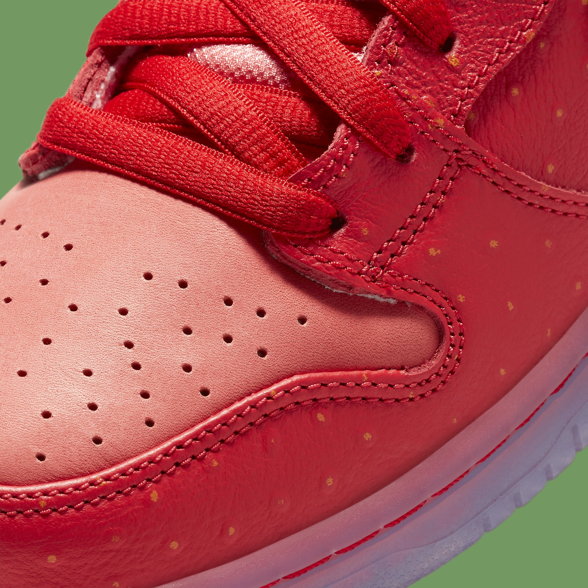 Strawberry Cough x Nike SB Dunk High SW7093-600 Release Date Toe Detail
