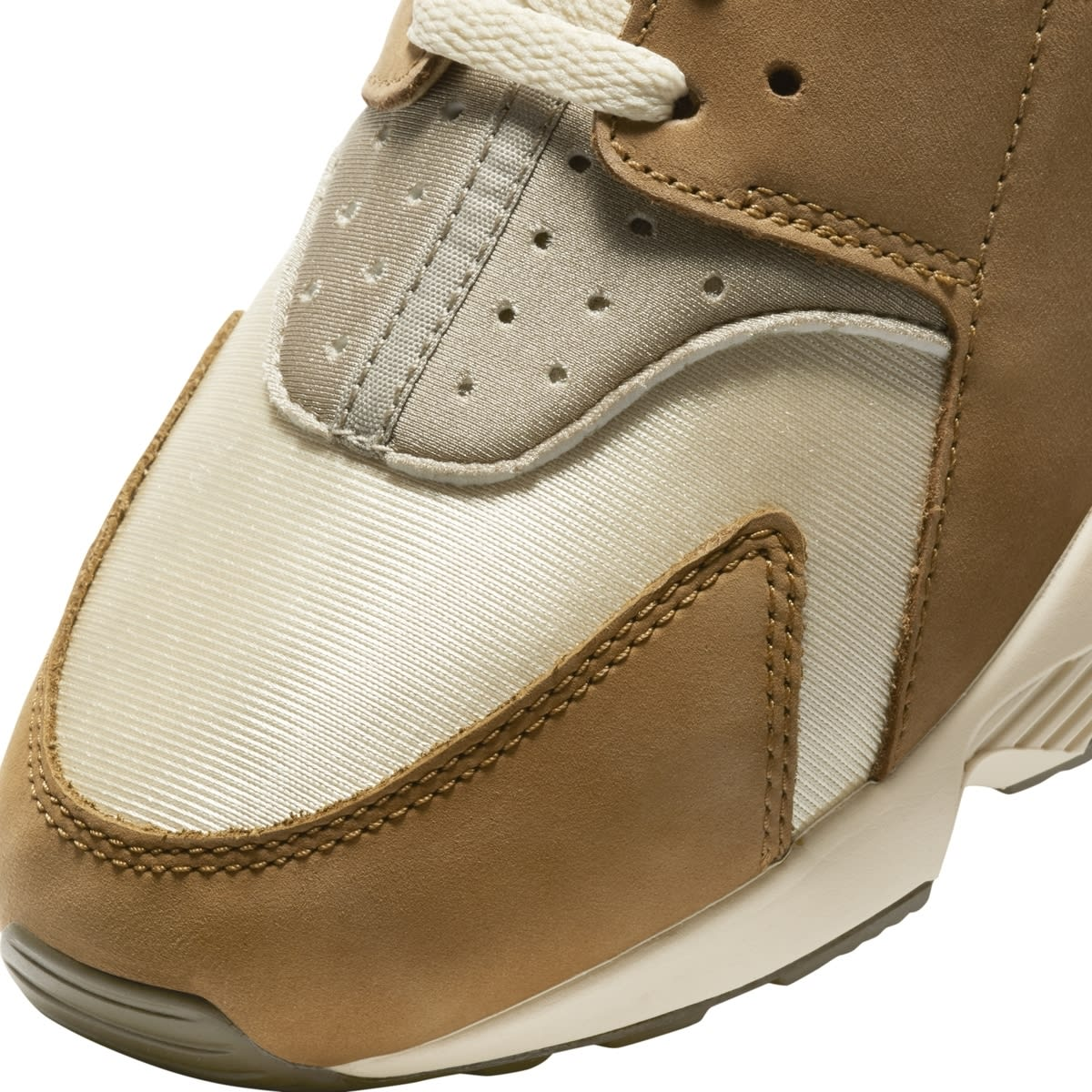 Stussy x Nike Air Huarache 'Desert Oak/Reed/Light Straw' DD1381-200 (Toe Detail)