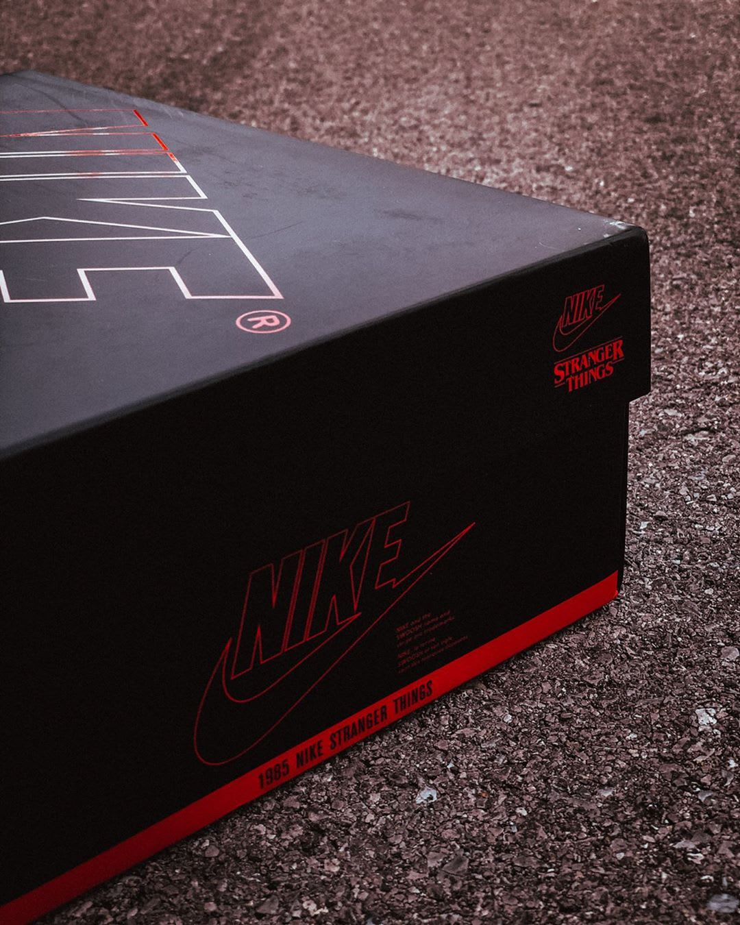 stranger-things-nike-blazer-mid-starcourt-mall-box