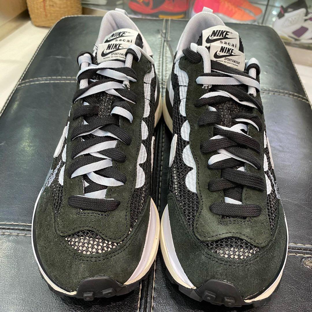 Sacai x Nike VaporWaffle Black/Summit White-Pure Platinum Front
