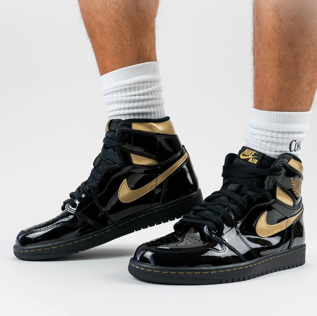 Air Jordan 1 Black Gold Release Date 555088-032 Tongue