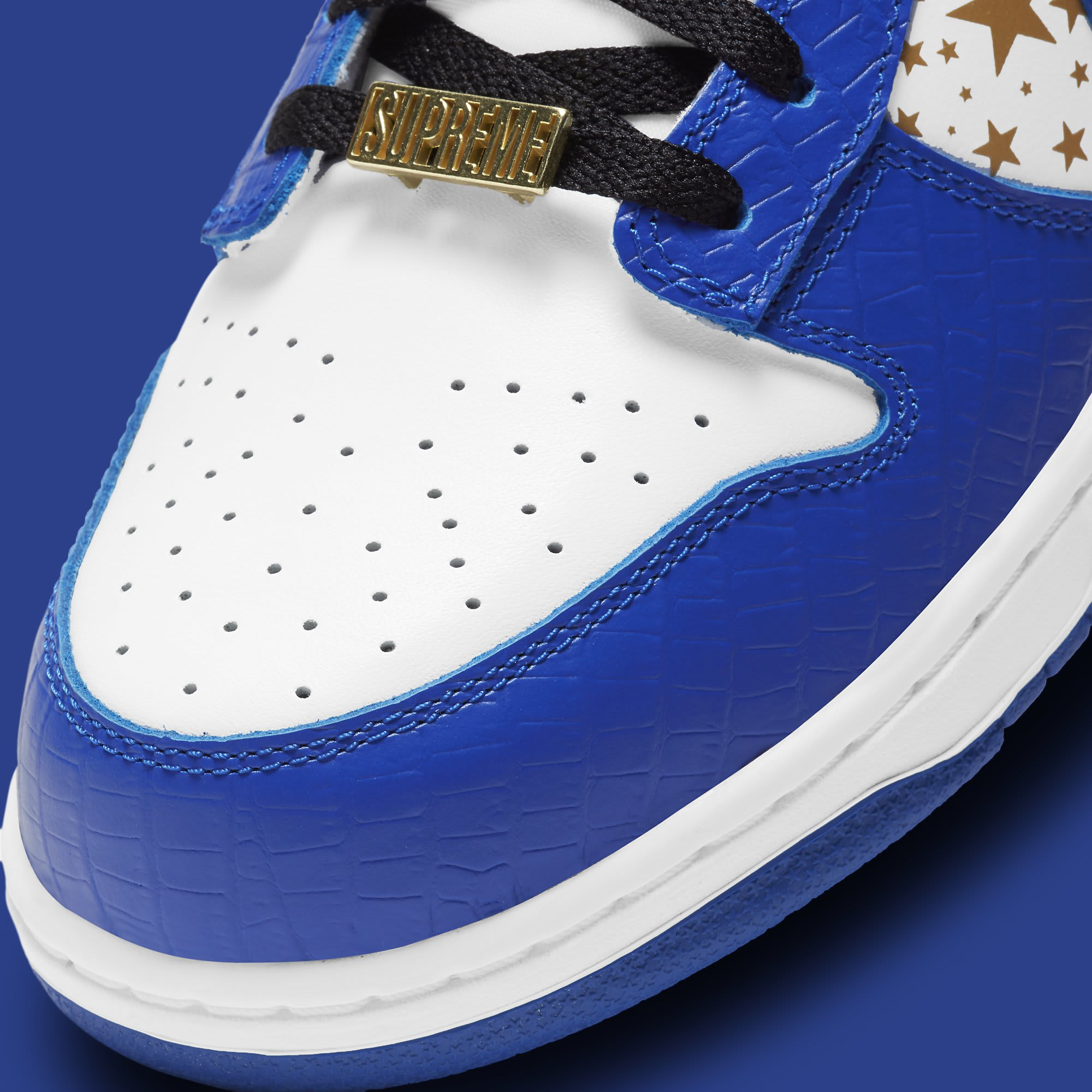 Supreme x Nike SB Dunk Low 'Hyper Royal' DH3228-100 Toe