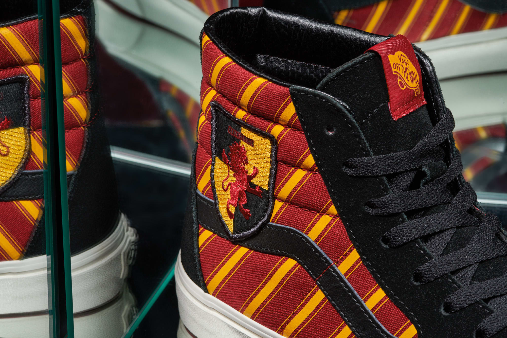 Harry Potter x Vans Sk8-Hi 'Gryffindor' (Detail)