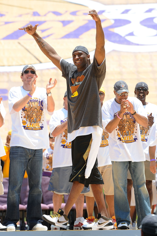 Kobe Bryant Nike Kobe 4 Del Sol Parade