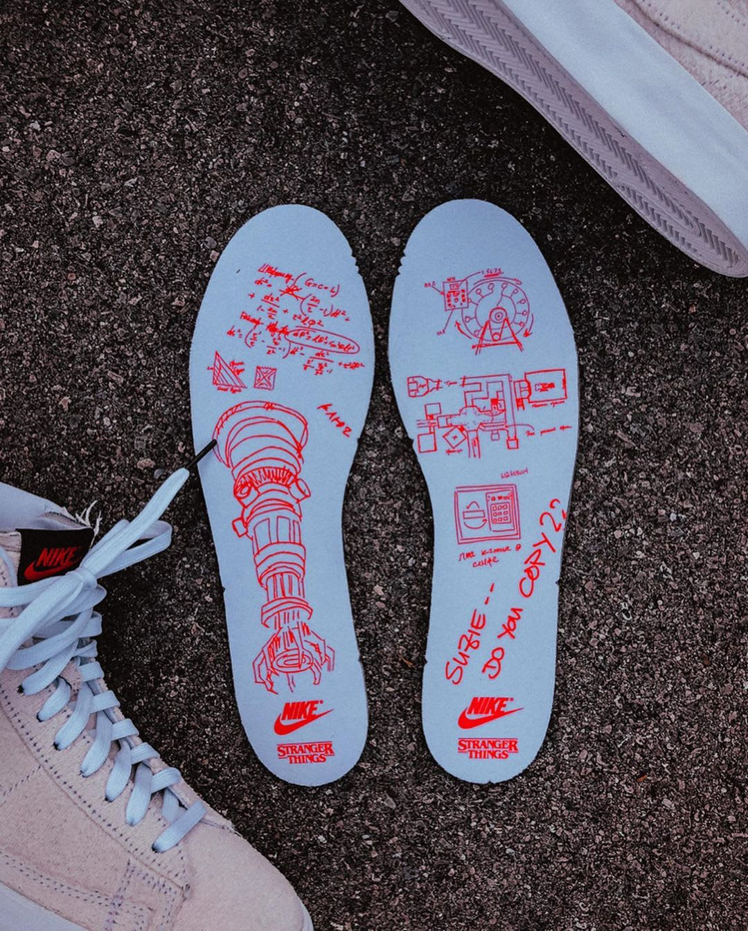 stranger-things-nike-blazer-mid-starcourt-mall-insole