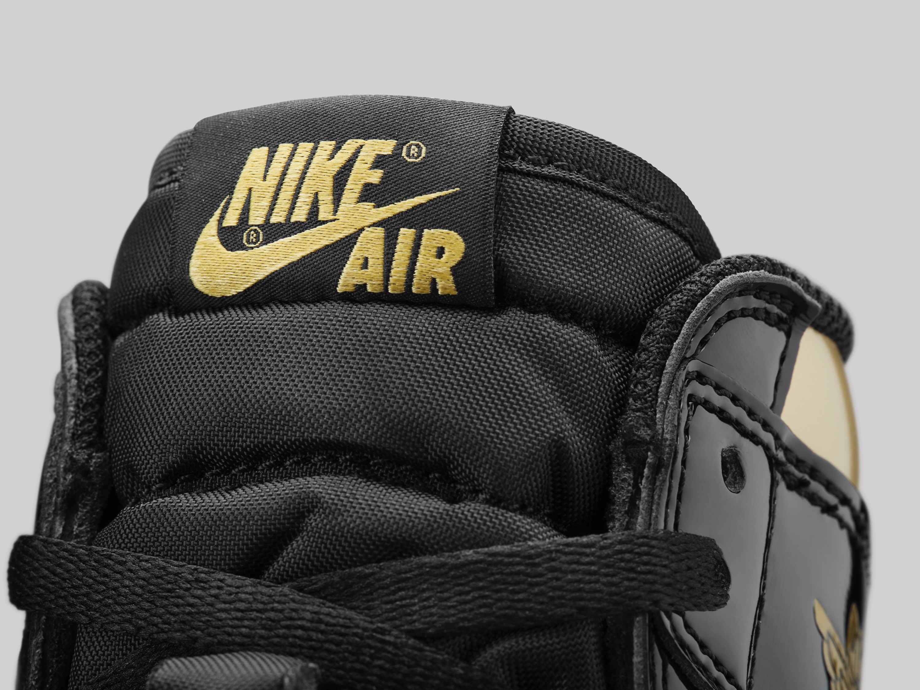 Air Jordan 1 Retro High OG 'Black/Gold' 555088-032 Tongue