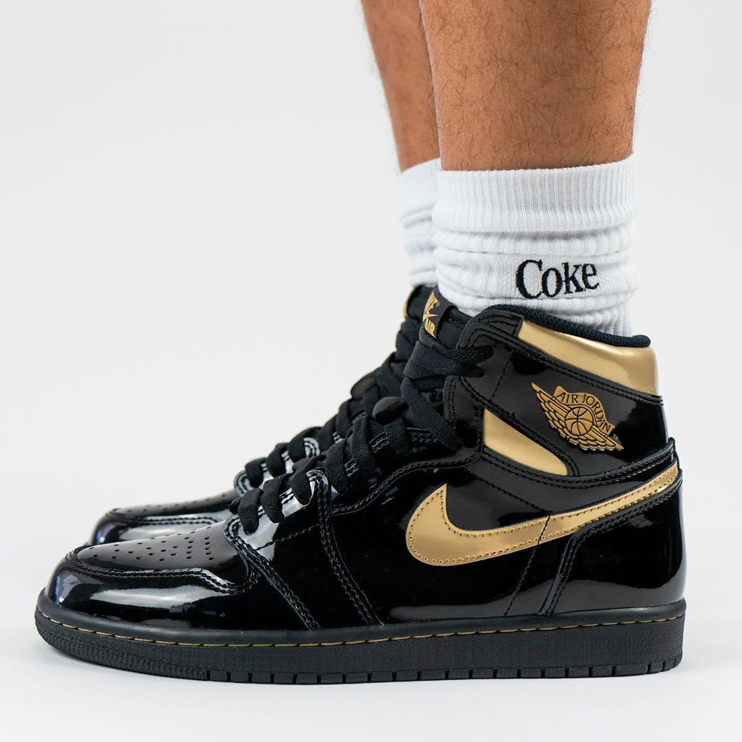 Air Jordan 1 Black Gold Release Date 555088-032 Left Profile