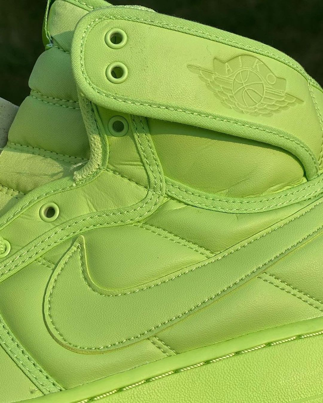 Billie Eilish x Air Jordan 1 KO 'Ghost Green' DN2857-330 (Detail)