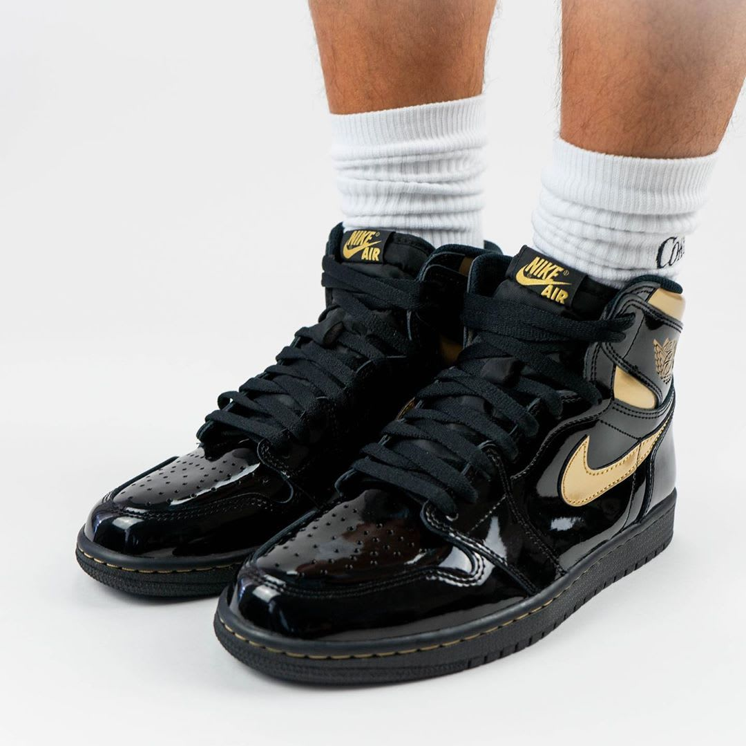 Air Jordan 1 Black Gold Release Date 555088-032 Front