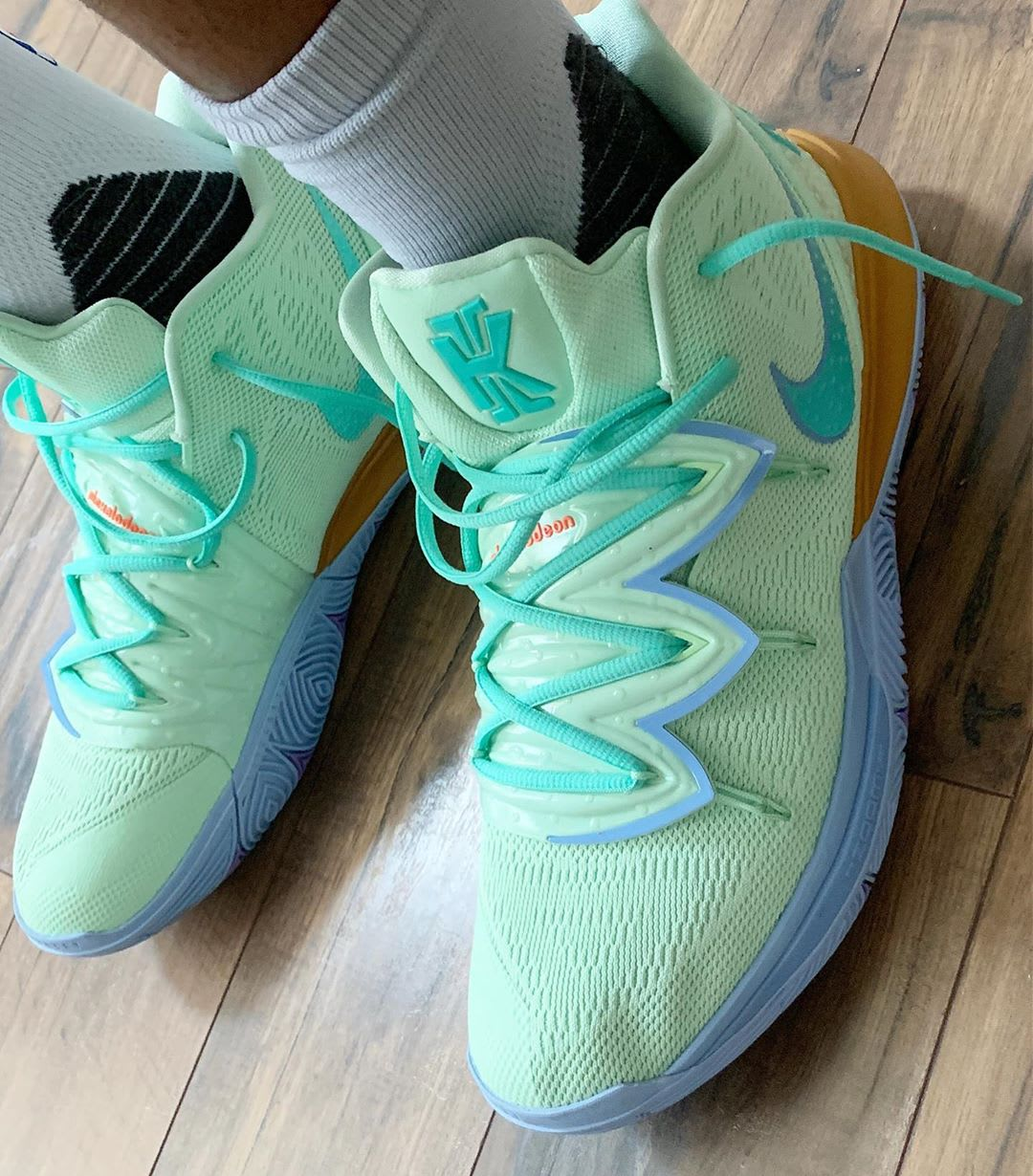 Nike Kyrie 5 Squidward Side