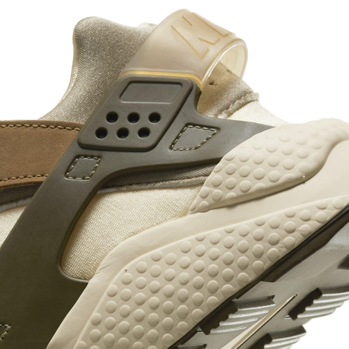 Stussy x Nike Air Huarache 'Desert Oak/Reed/Light Straw' DD1381-200 (Heel Detail)