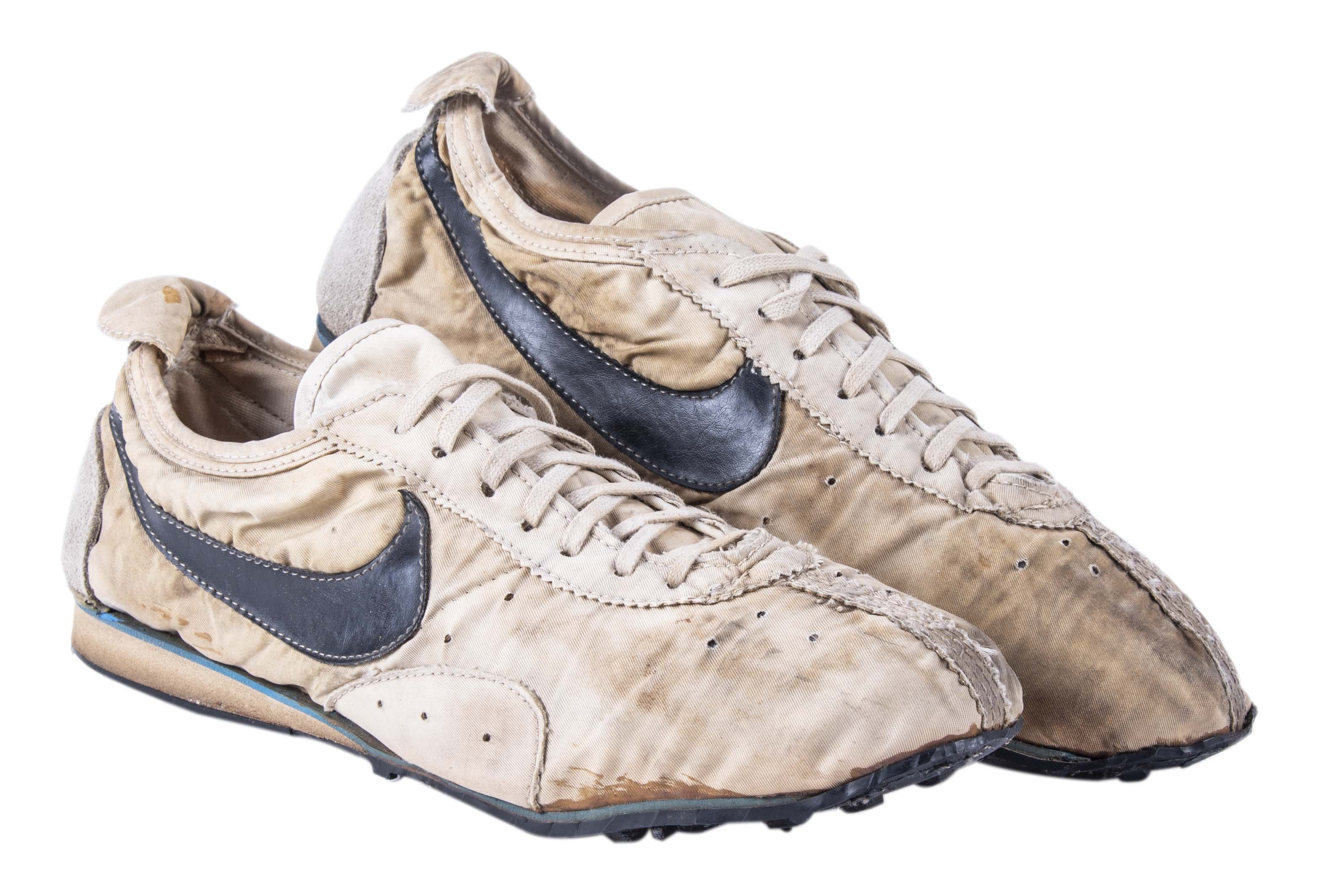 nike-moon-shoes-goldin-auctions-side