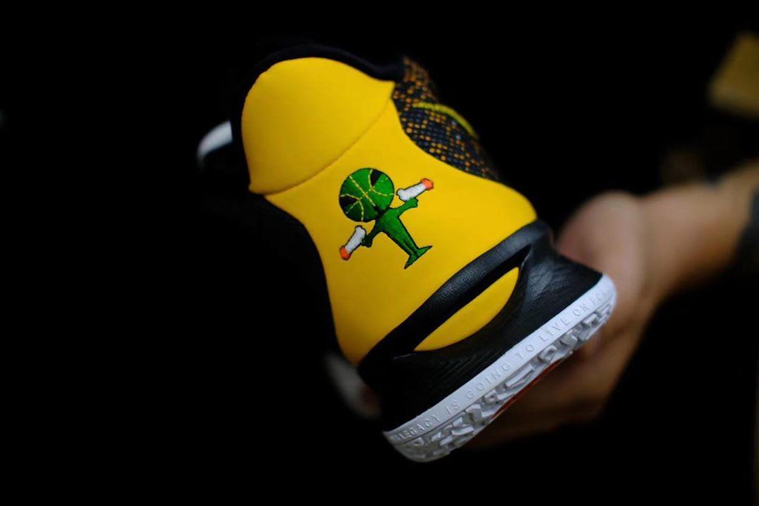 Nike Kyrie 7 'Raygun' Heel