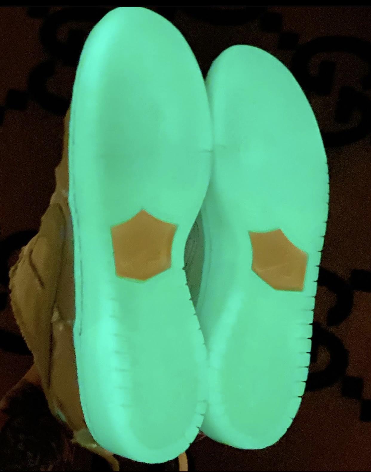 Nike SB Dunk Low Mummy Halloween DM0774-111 Glow Sole Bottom