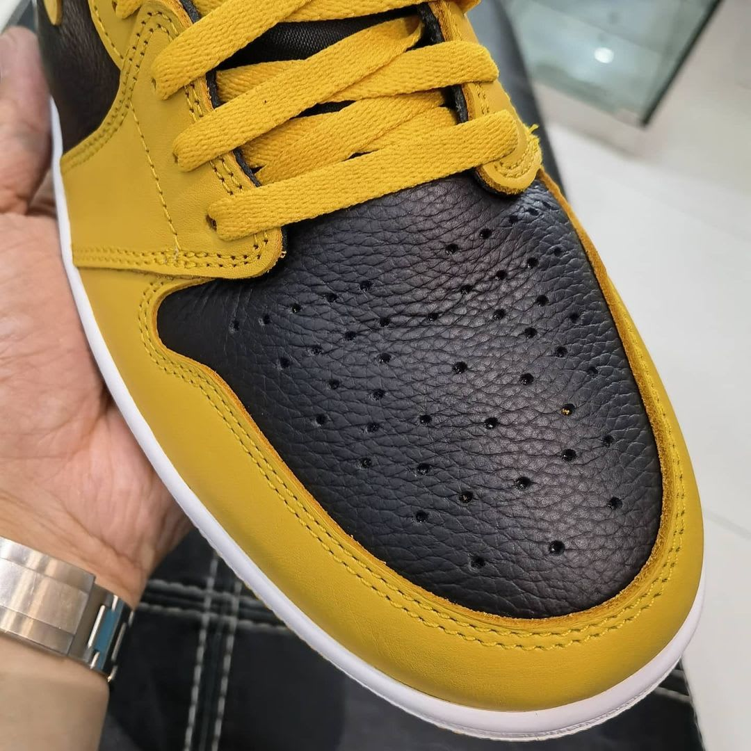 Air Jordan 1 Retro High OG 'Pollen' 555088-701 Toe