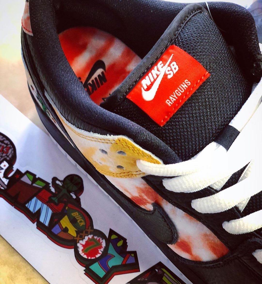 Nike SB Dunk Low 'Raygun Tie Dye' BQ6832-001 (Detail)